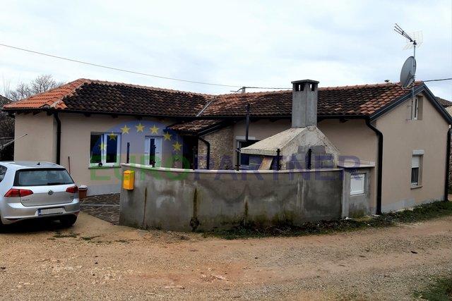 Mala slatka kućica u blizini Višnjana