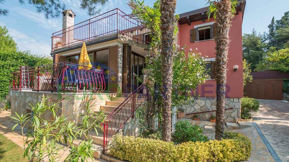 Samostojeća kuća s vrtom , 50 metara udaljena od plaže