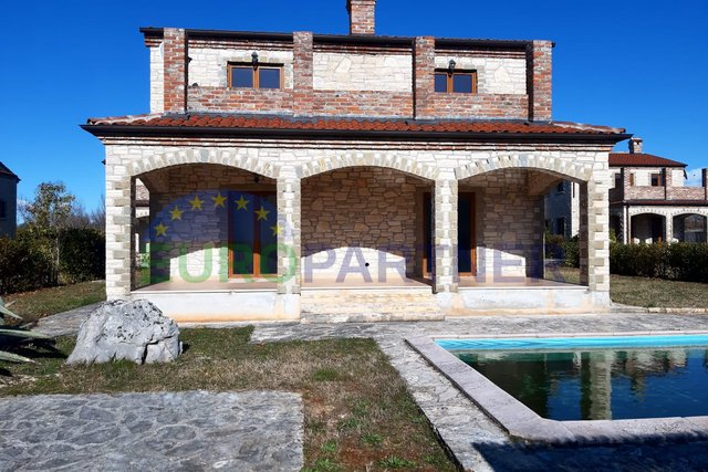 OPPORTUNITY! Stone house with pool and sea view. For renovation.