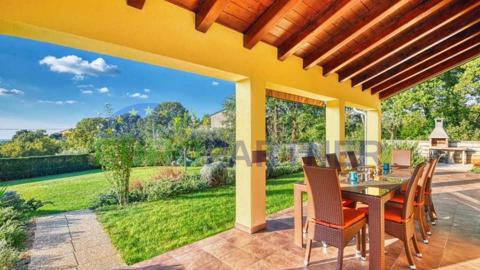 Prekrasna Vila sa bazenom i velikim vrtom ,u srcu zelene Istre