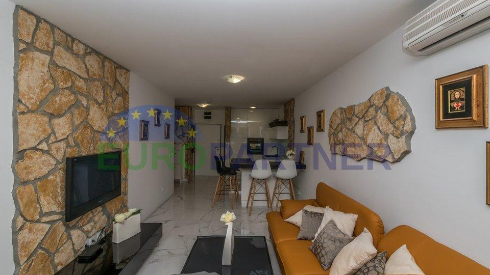 Novigrad, stan u prizemlju 1. red do mora