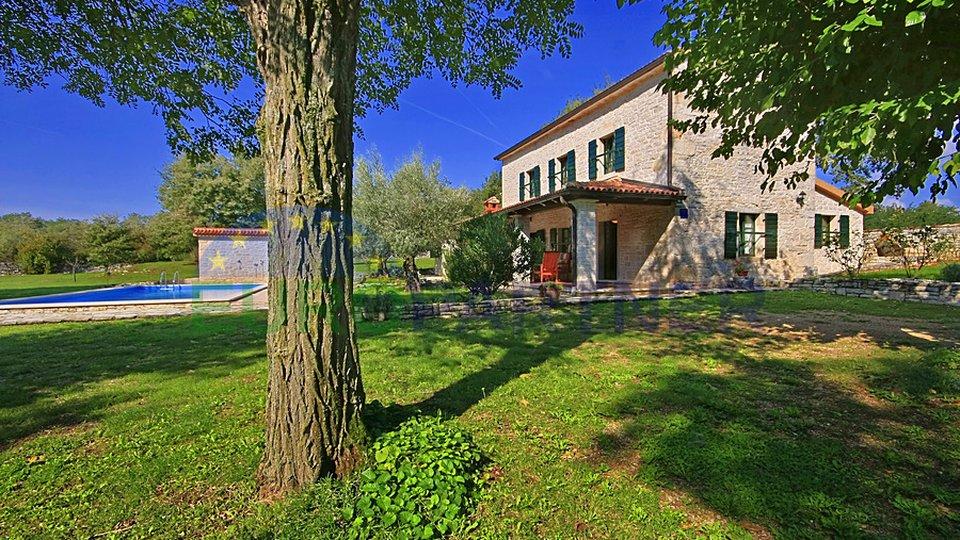 Renovirana kamena kuća s puno šarma okružena čistom prirodom