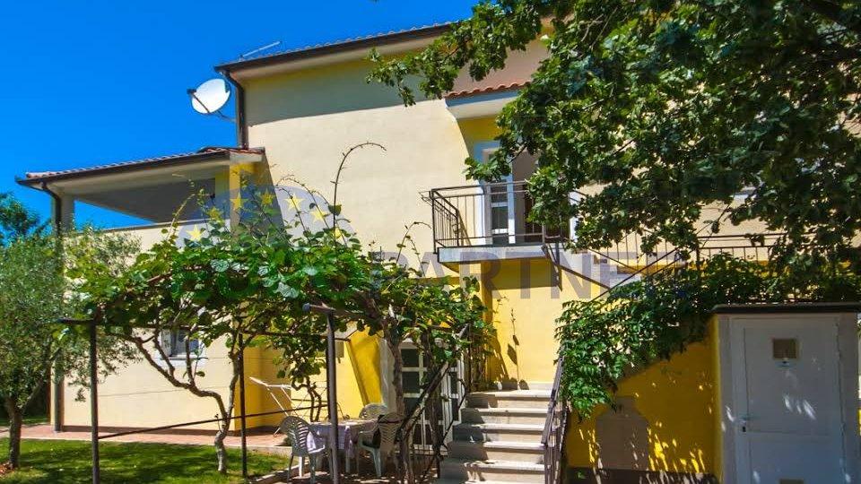 Vrlo atraktivna kuća s velikim vrtom i bazenom