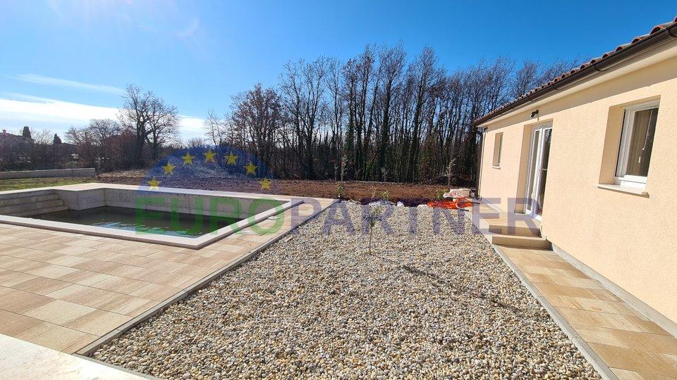 Novogradnja, kuća s velikim vrtom i bazenom