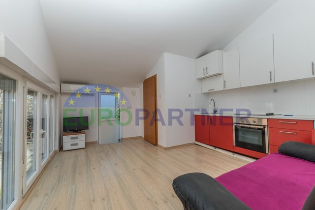 Porec, nice apartment on the first floor