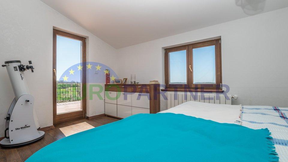 Poreč okolica, Kuća s tri spavaće sobe i bazenom