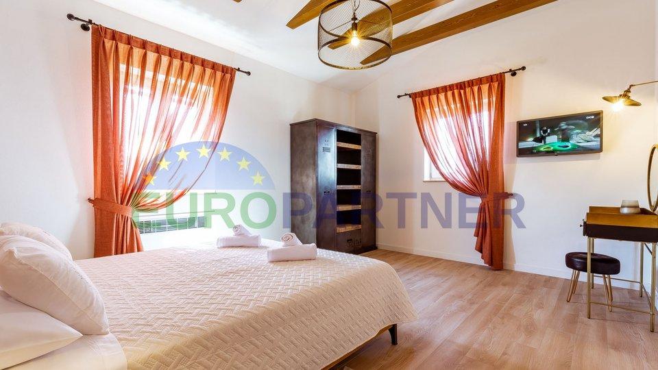 Poreč, okolica, vila sa 4 spavaće sobe i bazenom
