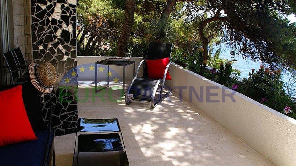 Moderne elegante Villa am Meer mit Pool