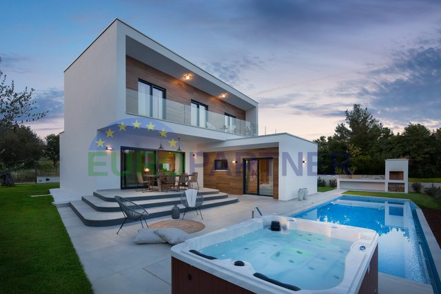 Luxury villa of modern design,800 meters distance to the sea