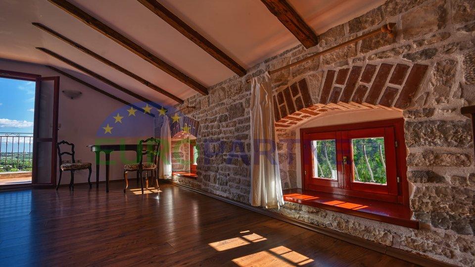 Istarski šarm, prekrasna kamena kuća s panoramskim pogledom na more