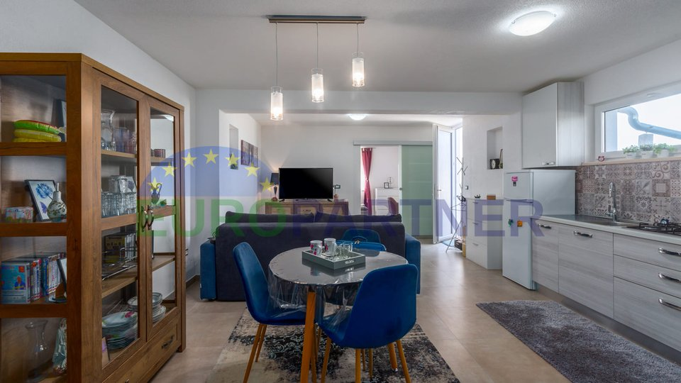 Moderna vila sa bazenom i pogledom na more, 6 km od Poreca