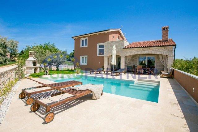 Samostojeća kuća s bazenom
