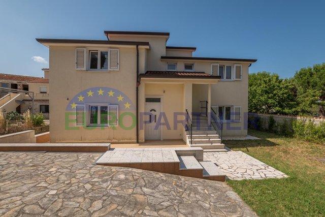 Samostojeća kuća sa dva odvojena stana