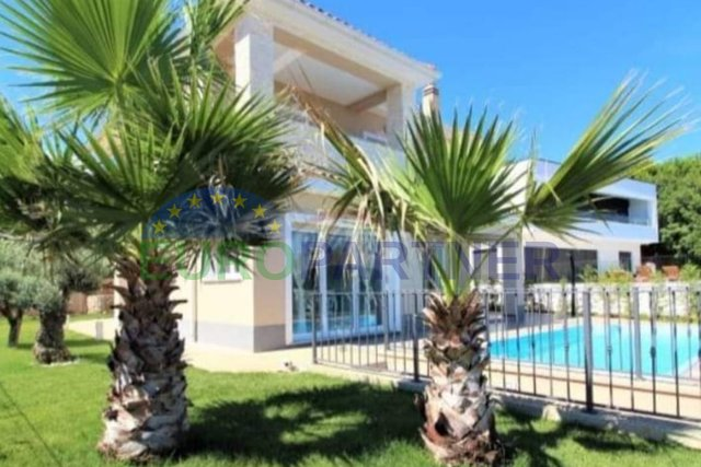 Samostojeća kuća s prekrasnim pogledom na more i cijeli Kvarner