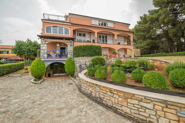 Family villa with spectacular sea views, close to the city center and beaches