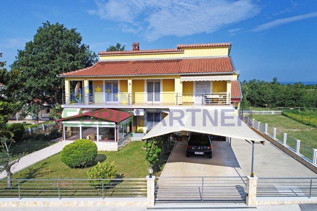 Porec, very attractive house with apartments and a large yard