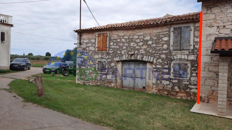 Poreč, Kaštelir, kamena kuća za adaptaciju s potencijalom