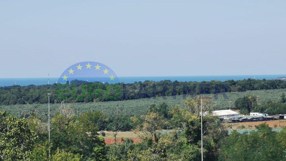 Dvoetažni stan s pogledom na more, 2 km od centra Poreča