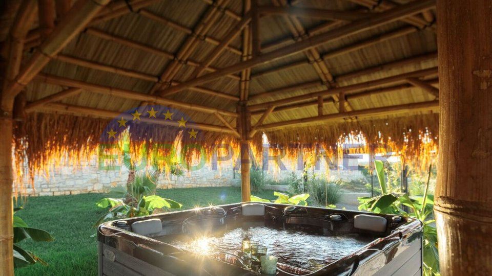 Poreč, okolica, prekrasna moderna vila s bazenom