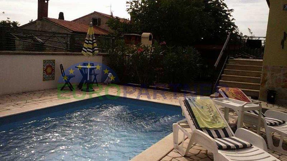 Casa familiare (77m2), con una piscina e un giardino paesaggistico