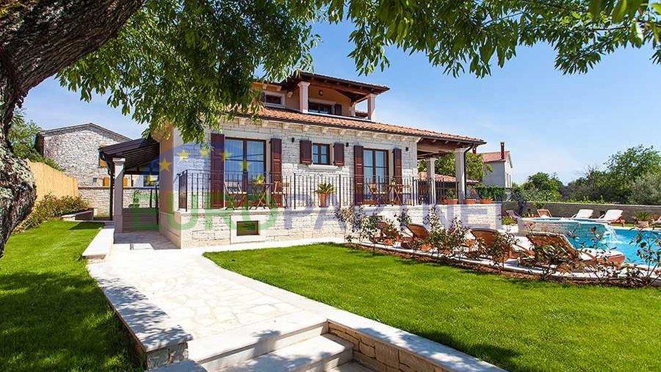 Villa situata su una collina con una splendida vista sul mare