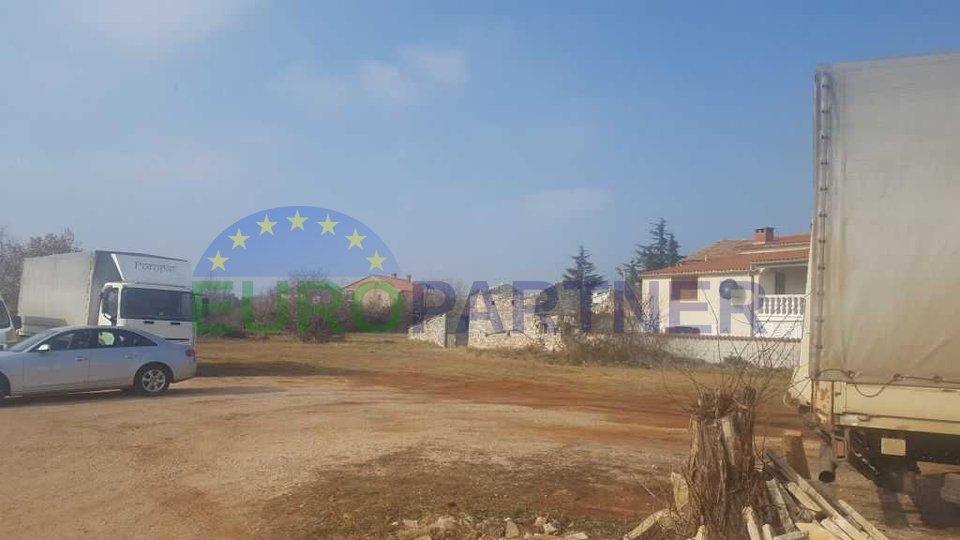 Bauland, 6 km vom Meer und Zentrum der Stadt Porec