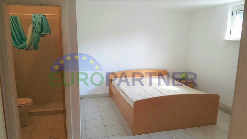 House with apartments away from the center of the city of Porec and the sea 4 km