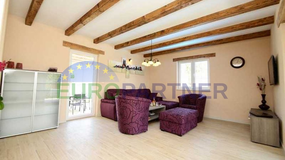 House with pool in a small village, away from the center of the city and the sea 15 km
