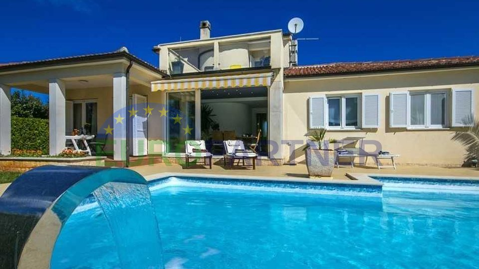 Charming villa with swimming pool away from the center of the city of Porec and the sea 7 km