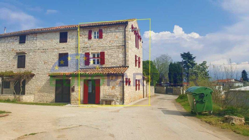 Renovirana stara Istraska kuća, udaljena 800m do mora