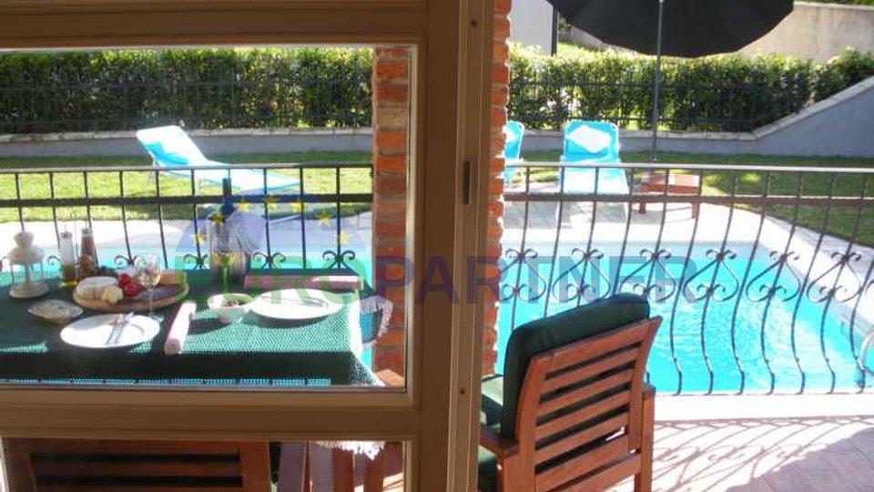Casa in pietra con piscina