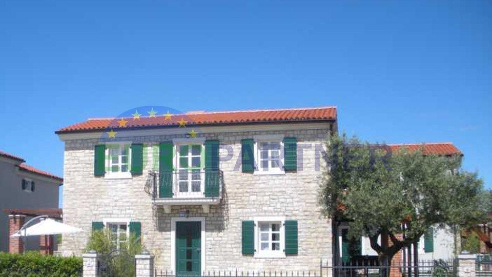 Bellissima casa in pietra con jacuzzi