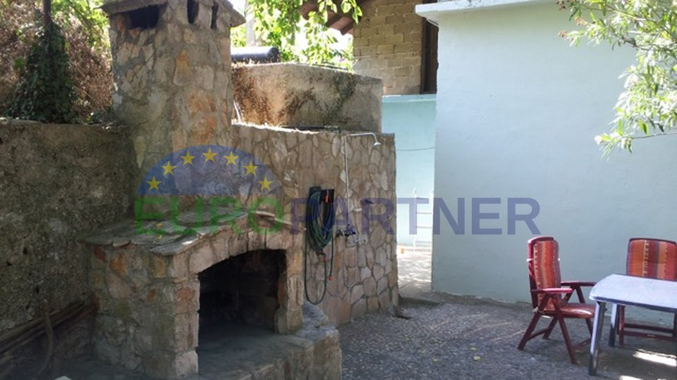 Detached family house and land in Jelsa on the island of Hvar