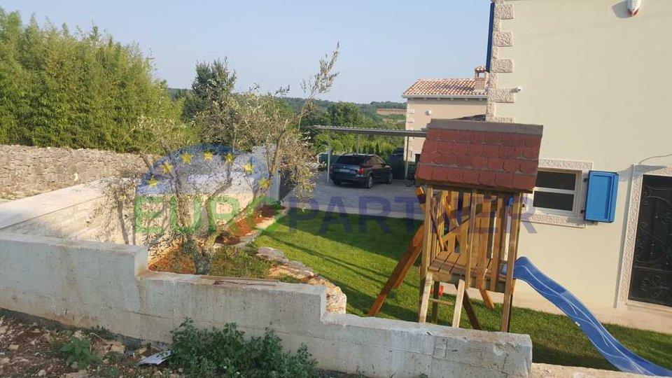 Schönes Steinhaus mit großem Pool in idyllischer Lage mit 4 Schlafzimmern