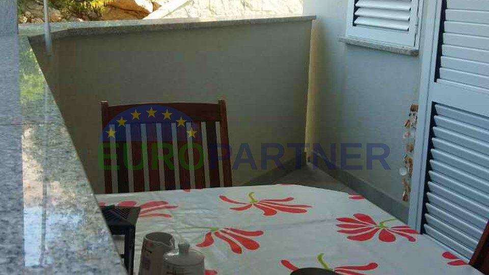 L'appartamento moderno in una posizione privilegiata, a soli 150 metri dal mare-isola di Krk