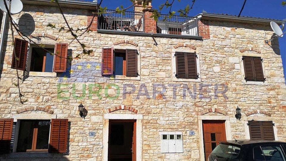 Parenzo: Casa tipica di pietra con due appartamenti separati