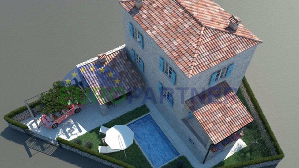 Parenzo: Rinovata casa istriana di pietra con piscina