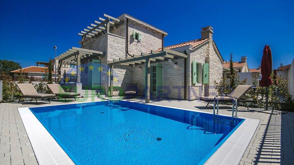 Bellissima villa in pietra vicino al mare nel sud dell'Istria