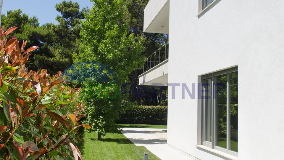 Modern dream villa in prime location - just a few meters from the beach