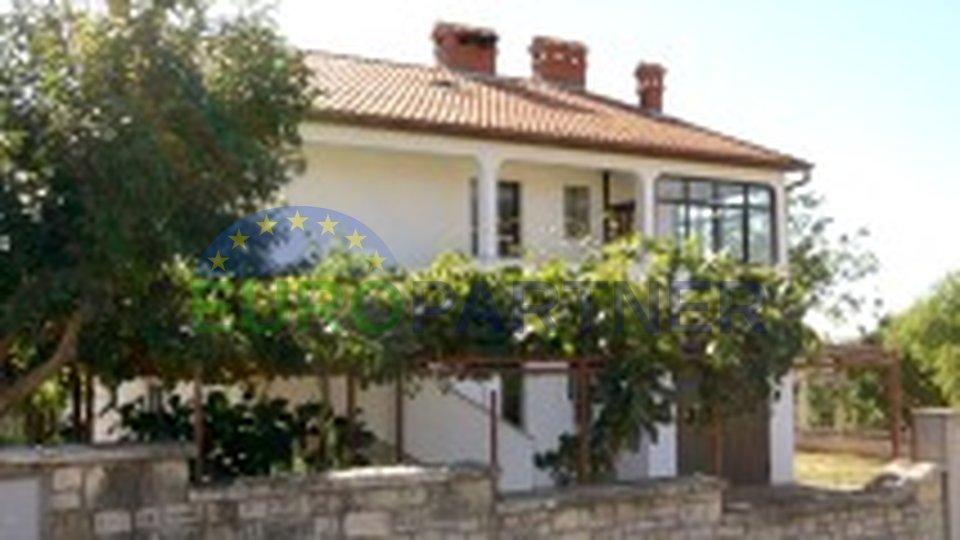 Einfamilienhaus mit sehr schönem Meerblick und ser Nahe zum Stadtzentrum von Porec